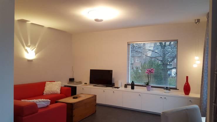 woonkamer met zithoek:  Woonkamer door Interieurarchitect Selma van der Velden-Artun, Modern