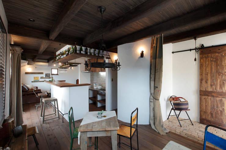 Ruang Keluarga by アンティークな新築住宅 ラフェルム