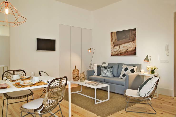 Edifício Combro 77: Sala de estar  por Pureza Magalhães, Arquitectura e Design de Interiores