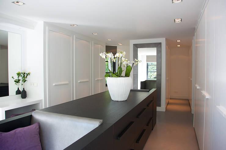 ห้องแต่งตัว โดย Designa Interieur & Architectuur BNA, โมเดิร์น