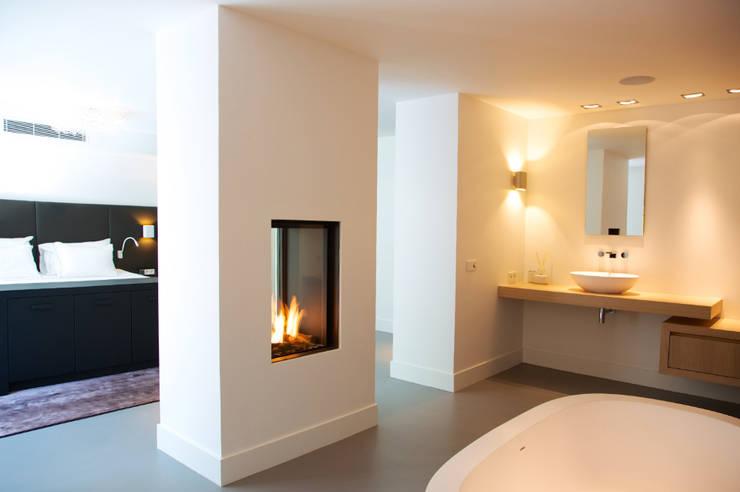 Villa in 't Gooi:  Badkamer door Designa Interieur & Architectuur BNA