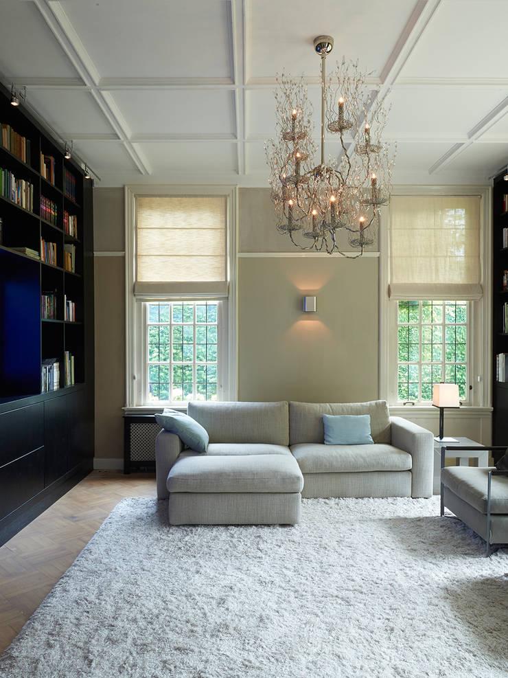 Villa Hilversum:  Mediakamer door Designa Interieur & Architectuur BNA, Klassiek