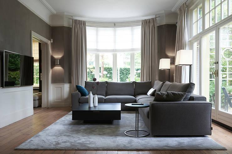 Villa Hilversum:  Woonkamer door Designa Interieur & Architectuur BNA