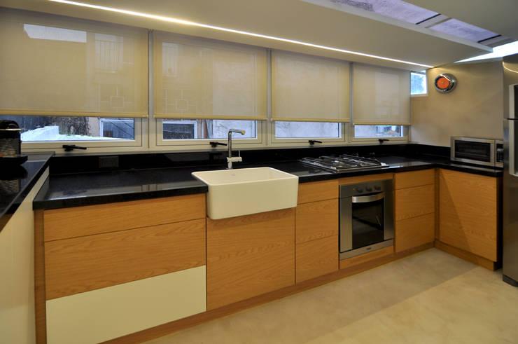 Gurruchaga: Cocinas de estilo moderno por Matealbino arquitectura