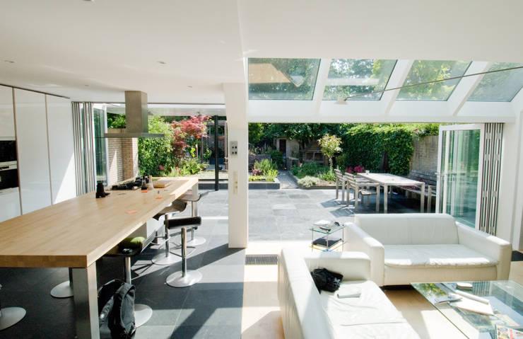 Binnen wordt buiten: moderne Huizen door Vos | Hoffer | vdHaar architecten