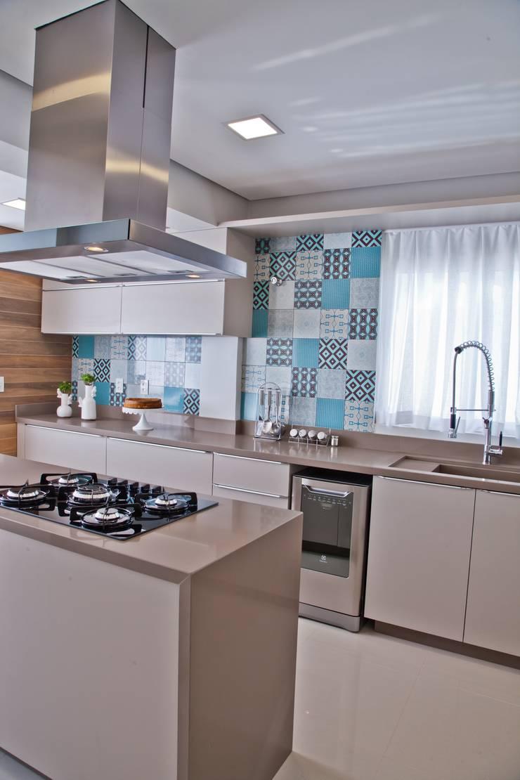 Cocinas de estilo  por Tumelero Arquitetas Associadas, Moderno