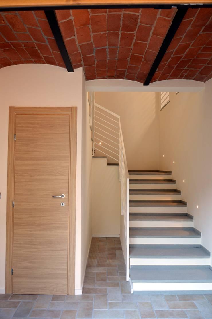 Corridor & hallway by STUDIO ARCHIFIRENZE
