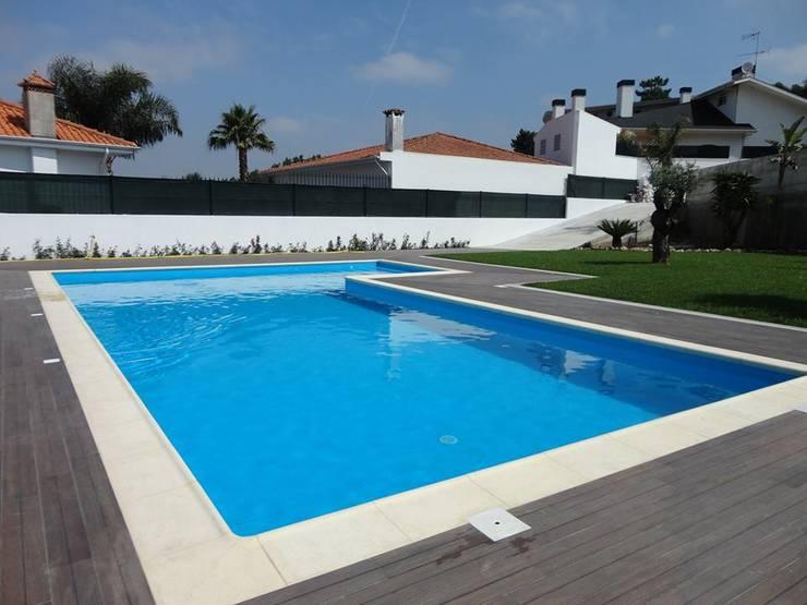 Bordadora de piscina em Granito*: Hotéis  por BELGRAN, LDA