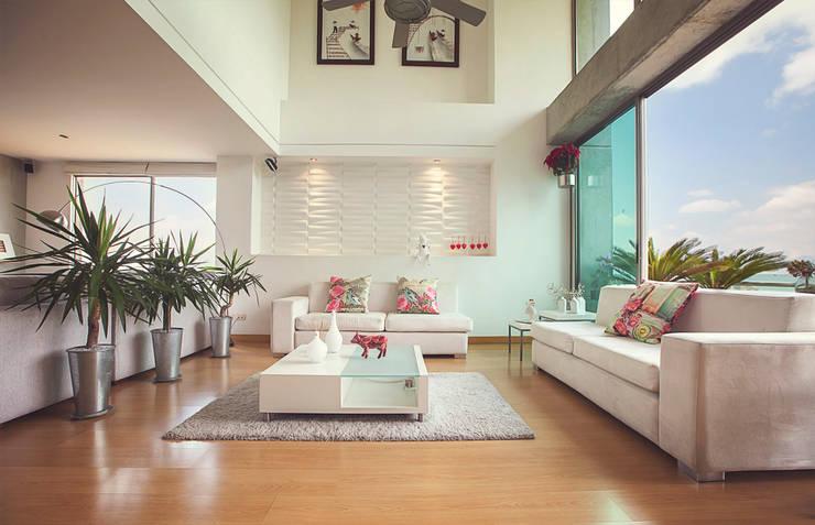 Sala principal: Salones de estilo  por Cristina Cortés Diseño y Decoración