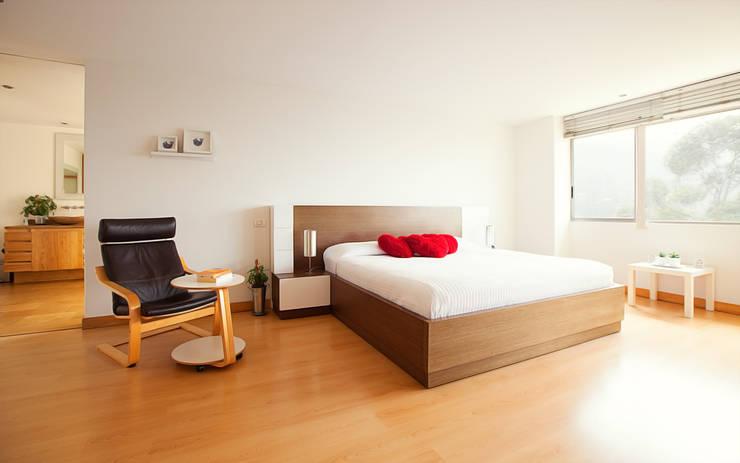 Habitación principal: Dormitorios de estilo  por Cristina Cortés Diseño y Decoración