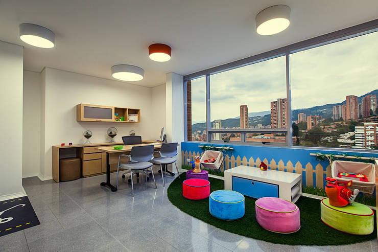 Consultorio pediatrico: Oficinas y tiendas de estilo  por Cristina Cortés Diseño y Decoración