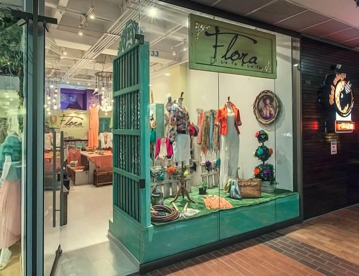 Fachada Flora: Espacios comerciales de estilo  por Cristina Cortés Diseño y Decoración