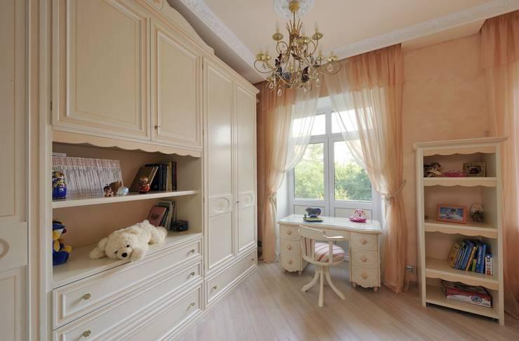 Dormitorios infantiles de estilo clásico por Архитектурная студия Ollandstudio