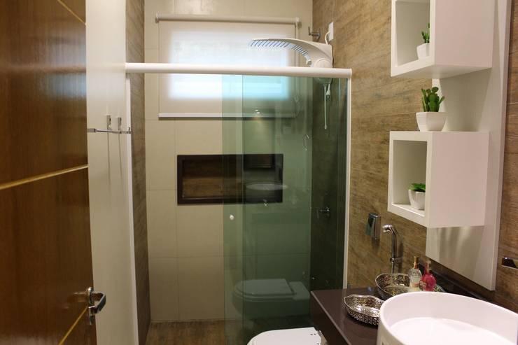 Bathroom by Arquiteta Bianca Monteiro