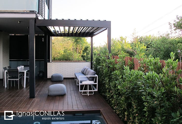 Jardines de estilo  por CONILLAS - exteriors