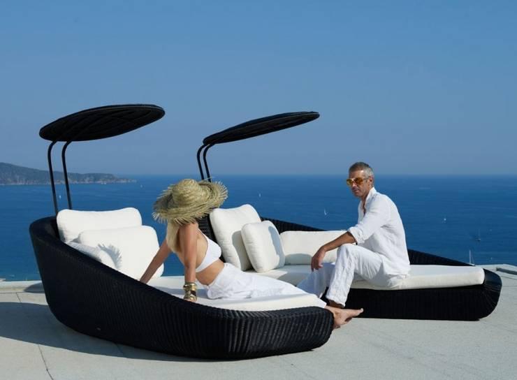 Mobiliário de exterior Outdoor furniture  www.intense-mobiliario.com  Chaiselong Hannavas http://intense-mobiliario.com/product.php?id_product=10992: Jardim  por Intense mobiliário e interiores;