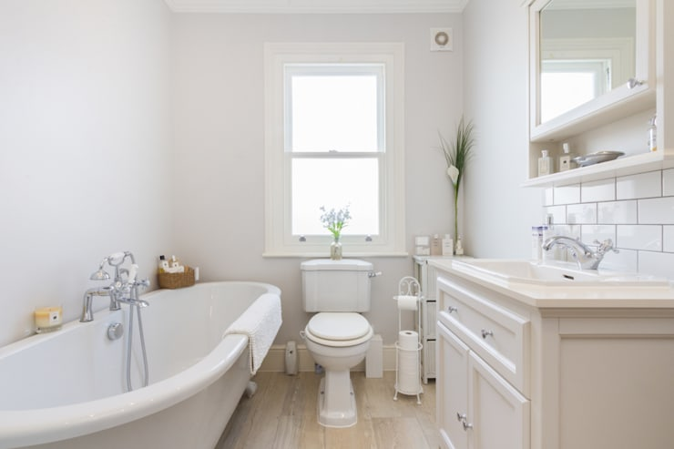 Extension and Renovation, Surbiton KT6:  Bathroom by TOTUS
