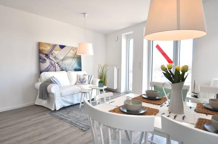 Musterwohnung an der Nordsee:  Wohnzimmer von Karin Armbrust - Home Staging