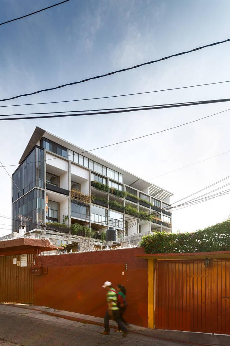 Nt24 - A.flo Arquitectos: Casas de estilo  por A.flo Arquitectos