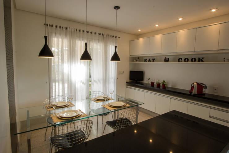 Cozinha P&B: Cozinhas  por Tejo Arquitetura & Design