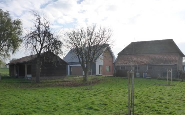 Achterzijde passiefhuis:  Huizen door Villa Delphia, Landelijk