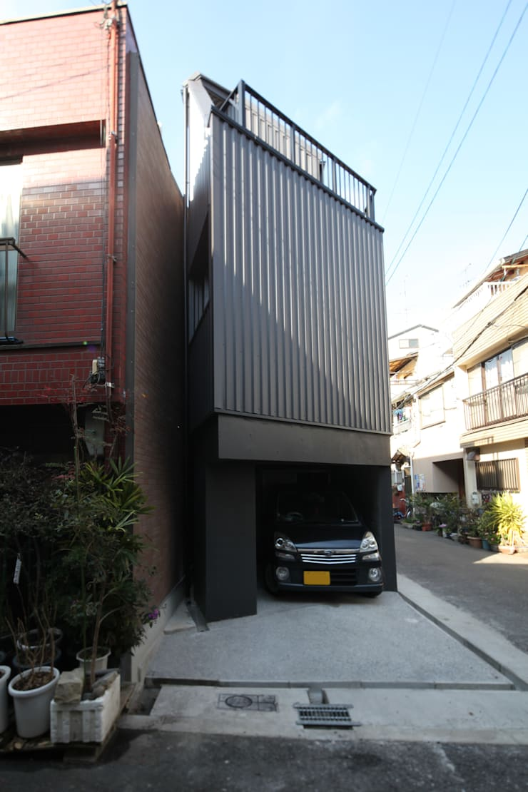 8.8坪の家 – スキップフロアの狭小住宅 –: atelier mが手掛けた家です。