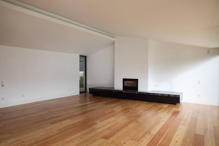 Casa Azevedo Coutinho : Salas de estar modernas por Diana Vieira da Silva Arquitectura e Design