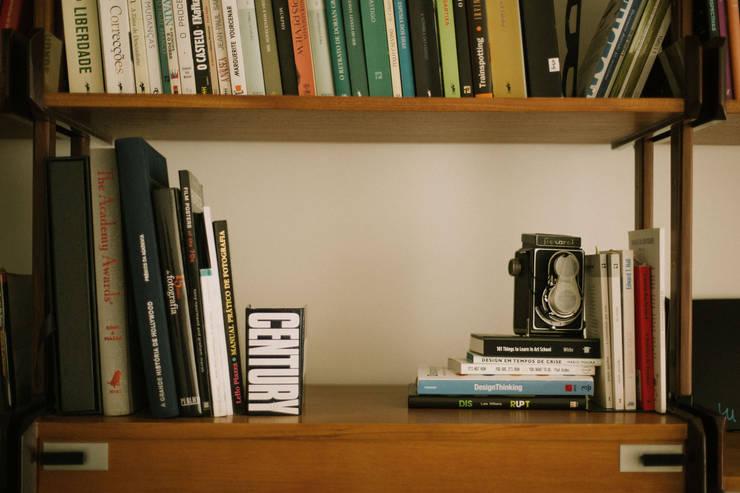 Apartamento Bartolomeu Velho: Sala de estar  por Diana Vieira da Silva Arquitectura e Design