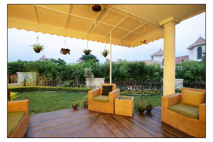 Residence For Captain Nikhil Kanetkar and Ashwini Kanetkar:  Garden by Navmiti Designs