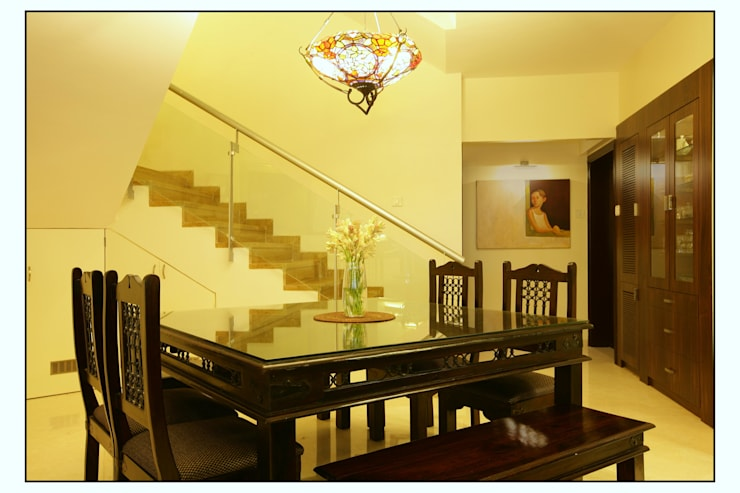 Residence For Captain Nikhil Kanetkar and Ashwini Kanetkar:  Dining room by Navmiti Designs