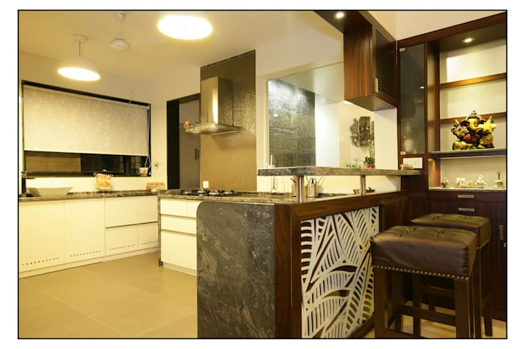 Residence For Captain Nikhil Kanetkar and Ashwini Kanetkar:  Kitchen by Navmiti Designs