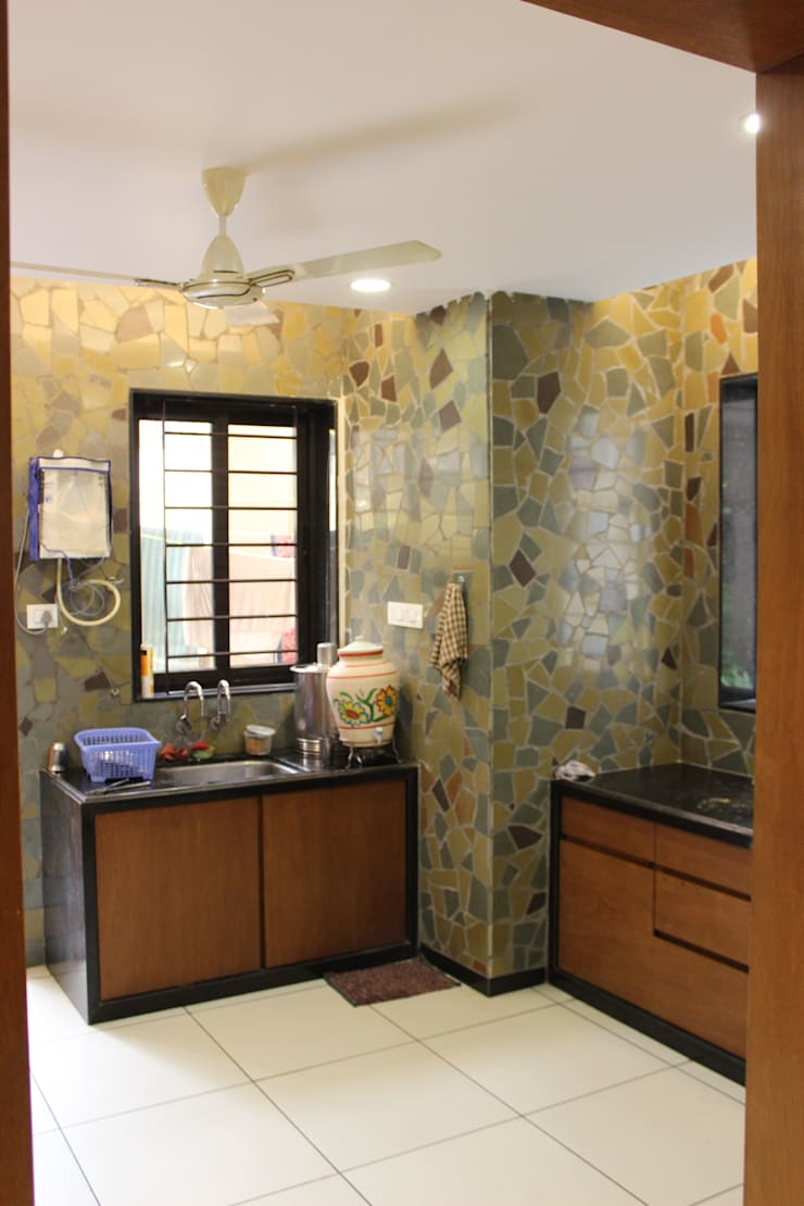 MR. NIMITBHAI DESAI RESIDENCE: rustic Kitchen by INCEPT DESIGN SERVICES