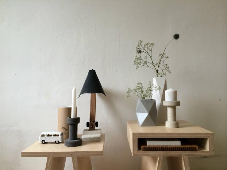 BigFoot lamp:   door Tim Vinke - Interior Design, Industrieel Hout Hout