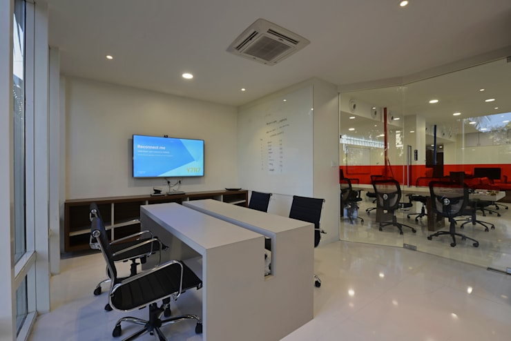 Chillr office:  Offices & stores by Aum Architects