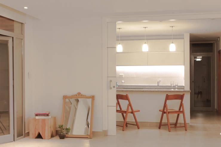 CASA BP: Cocinas de estilo moderno por FORMA Arquitectura & Diseño