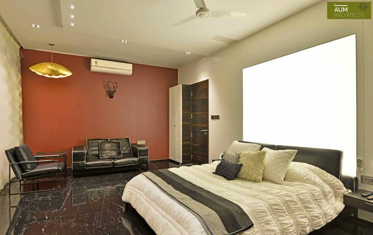 Duplex Apartment design: modern Bedroom by Aum Architects