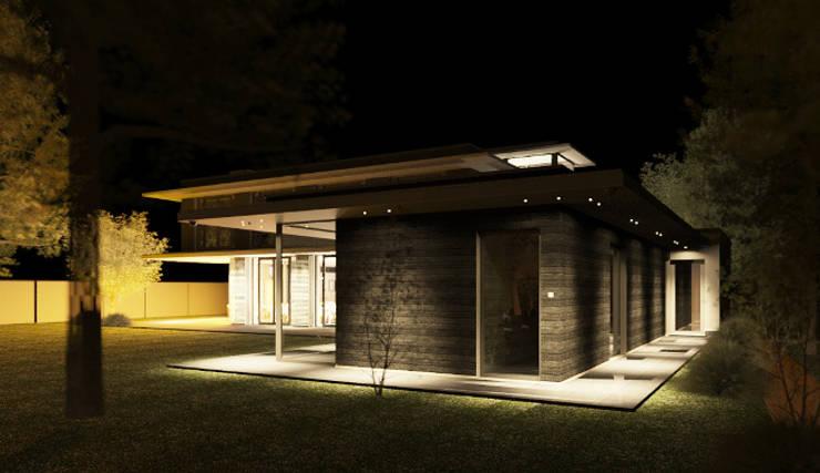 Buitenzwembad in de late avond met sfeerverlichting:  Zwembad door ArchitectenGilde, Modern Hout Hout
