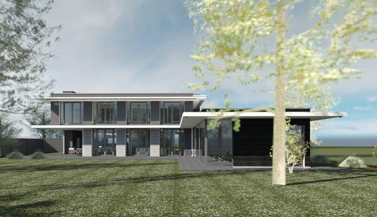 Achtergevelaanzicht moderne woning met zwembad.:  Huizen door ArchitectenGilde, Modern Steen