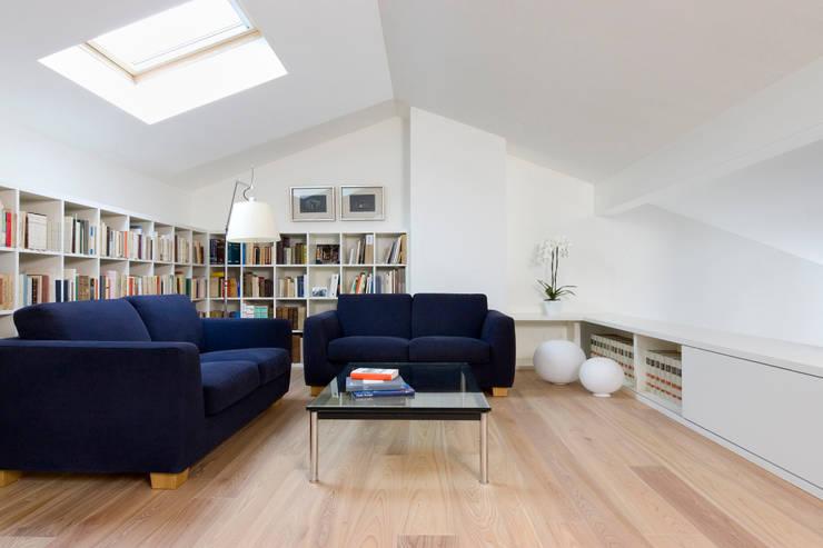 Casa IB: Studio in stile in stile Moderno di MYOSTUDIO