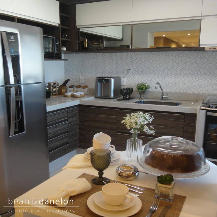 Cuisine de style de style Classique par BEATRIZ DANELON | Arquitetura e Interiores