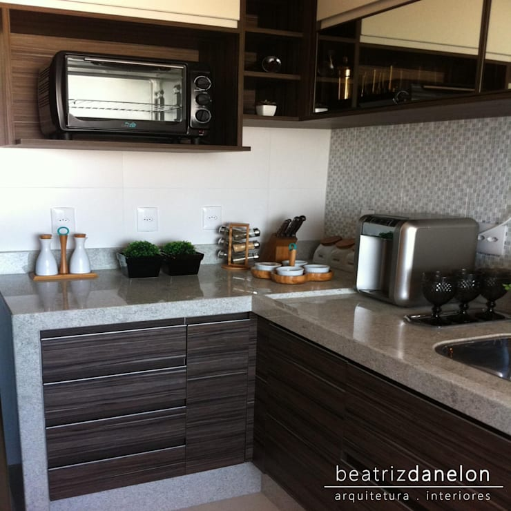 Kitchen by BEATRIZ DANELON | Arquitetura e Interiores