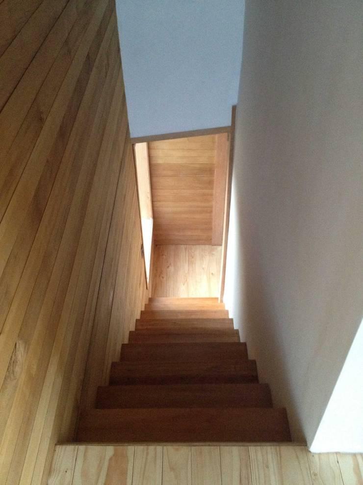 Pasillos y vestíbulos de estilo  por PhilippeGameArquitectos, Moderno Madera Acabado en madera