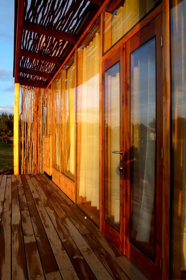 Terrazas de estilo  por PhilippeGameArquitectos, Moderno Madera Acabado en madera