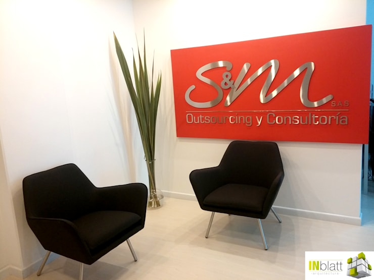 Diseño Arquitectónico y Construcción Oficinas S&M Outsourcing y Consultoría: Oficinas y tiendas de estilo  por INblatt _Arquitectura