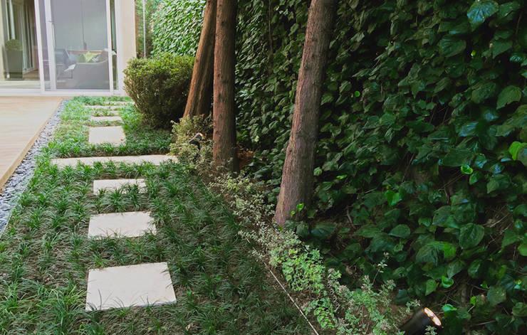 P2 Tasarım – Nur Evi Bahçesi: modern tarz Bahçe