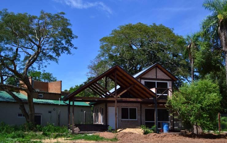 Avance Obra - Paso de la Patria: Casas de estilo  por Estudio Schwartz Arquitectura