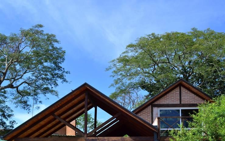 Avance Obra – Paso de la Patria: Casas de estilo  por Estudio Schwartz Arquitectura