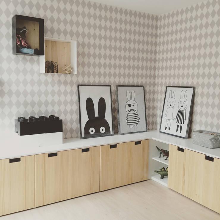 ESTAR NIÑOS : Dormitorios infantiles  de estilo  por Doll diseño