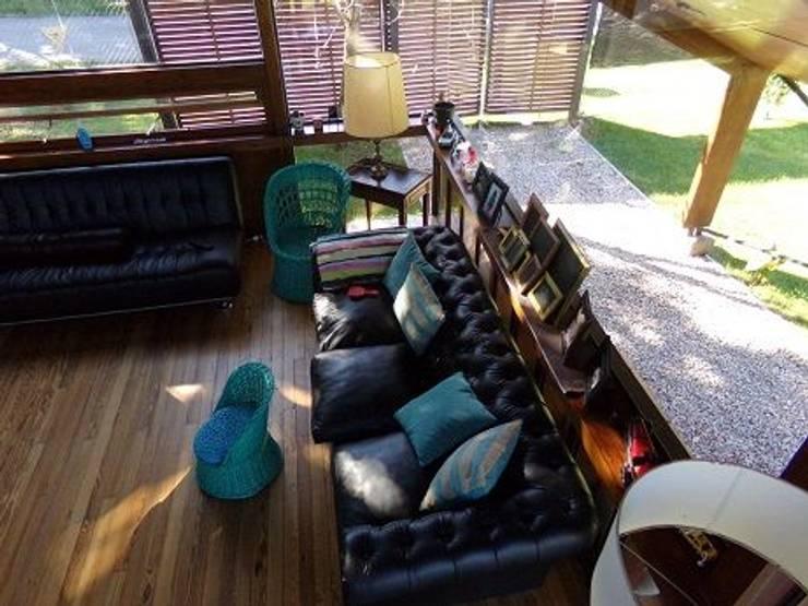 Casa de madera en VILLA ELISA – La Plata: Livings de estilo  por juan olea arquitecto