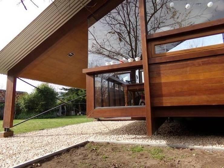 Casa de madera en VILLA ELISA - La Plata: Casas de estilo  por juan olea arquitecto